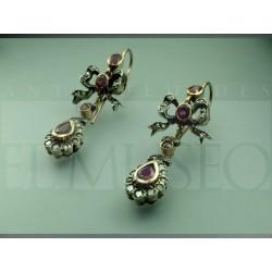 Pendientes isabelinos con diamantes y rubís