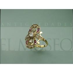 Anillo de diamantes y rubís