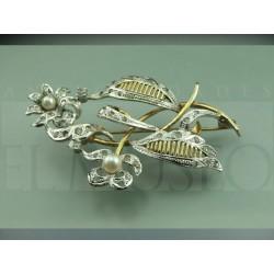 Antique jewelery brooch