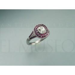 Magnífico anillo Art Decó con rubís.