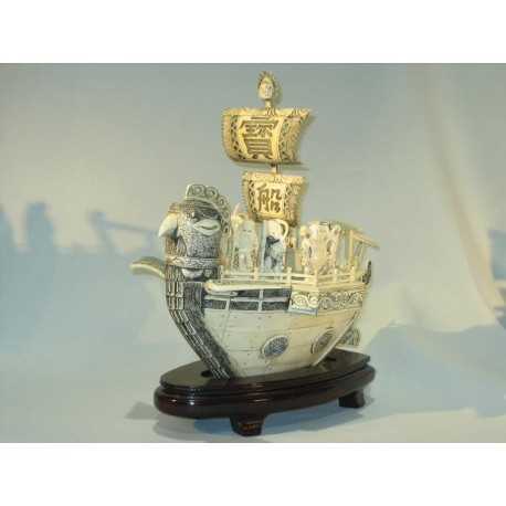 Barco de marfil japonés chishifukujin